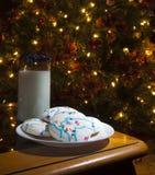 Koekjes en mijl voor Sinterklaas Stock Afbeeldingen