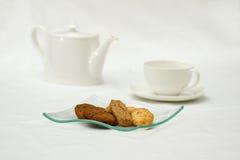 Koekjes en thee stock foto's