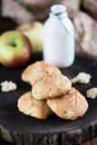 Koekjes met appelen Stock Foto's
