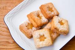 Koekjes met citroengestremde melk Stock Fotografie