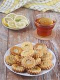 Koekjes met citroengestremde melk Royalty-vrije Stock Foto's