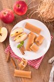 Koekjes met fruit het vullen Stock Afbeeldingen