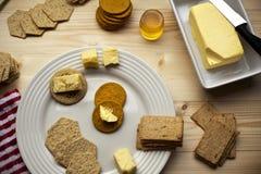 Koekjes, thee en honing voor allen stock afbeelding