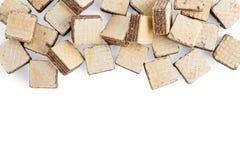 Koekjes van het hoop de vierkante die wafeltje op wit worden geïsoleerd stock foto