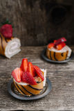 Koekjesbroodje met aardbeien en chocolade Stock Foto
