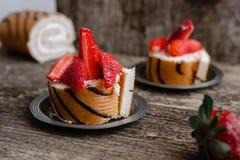 Koekjesbroodje met aardbeien en chocolade Royalty-vrije Stock Afbeeldingen