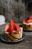 Koekjesbroodje met aardbeien en chocolade Stock Afbeeldingen