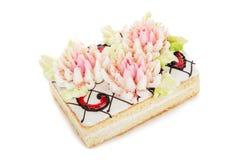 Koekjescake met roombloemen wordt op wit worden geïsoleerd verfraaid dat royalty-vrije stock foto's