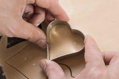 Koekjesdeeg in de vorm van harten royalty-vrije stock foto's