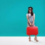 Koel hipster de achtergrond van het reizigersmeisje copyspace Royalty-vrije Stock Afbeeldingen