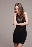 Koel jong brunette. royalty-vrije stock fotografie