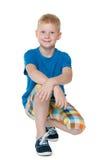 Koel weinig jongen in een blauw overhemd Stock Afbeeldingen