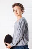 Koele Jongen en zijn skateboard Stock Afbeelding