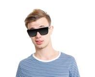 Koele kerel met zonnebril Stock Foto