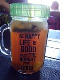 Koele thee in koffie stock afbeelding