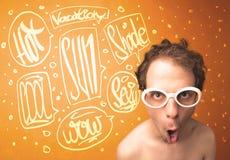 Koele tiener met de glazen van de de zomerzon en vakantietypografie Royalty-vrije Stock Afbeelding