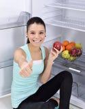 Koelkast met fruit stock foto