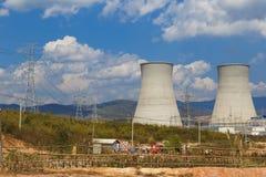 Koeltoren van Bruinkool elektroelektrische centrale in Azië Royalty-vrije Stock Foto's