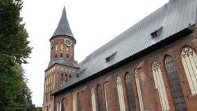 Koenigsberg大教堂在Kneiphof海岛上的 加里宁格勒,俄国 与时钟的哥特式塔 侧视图 影视素材