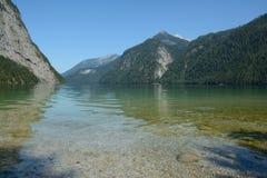 Koenigssee湖和山 免版税库存照片