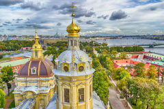 Koepel Peter en St. Petersburg van het de meningspanorama van Paul Cathedral hoogste royalty-vrije stock foto