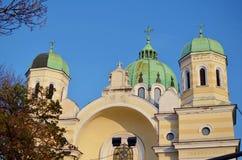 Koepel van christelijke kerk op een blauwe hemelachtergrond Stock Foto's