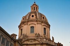 Koepel van de Kerk van de Heiligste Naam van Mary bij het Trajan-Forum Stock Fotografie