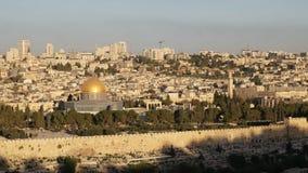 Koepel van de rotsmoskee bij zonsopgang in Jeruzalem stock footage