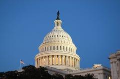Koepel van het Capitool van Verenigde Staten bij Schemer Royalty-vrije Stock Foto