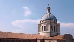 Koepel van Sant'Andrea-kerk in Mantua stock footage
