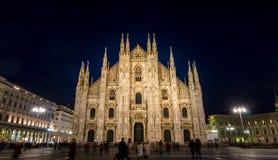 Koepelkathedraal in Milaan bij nacht Royalty-vrije Stock Foto's