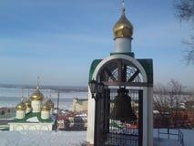 Koepels met kruisen van een orthodoxe tempel Royalty-vrije Stock Foto's