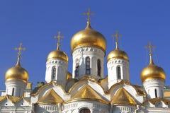 Koepels van de Aankondigingskathedraal in Moskou het Kremlin stock foto