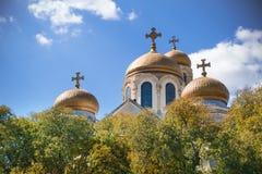 Koepels van de Kathedraal van de Veronderstelling, Varna, Bulgarije Stock Fotografie