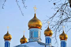 Koepels van de kerk van de interventie Kamensk-Uralsky, Rusland Royalty-vrije Stock Foto's