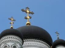 Koepels van de Orthodoxe Kathedraal op blauwe hemelachtergrond Royalty-vrije Stock Afbeelding