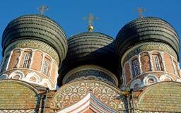 Koepels van het Gebouw in Moskou royalty-vrije stock foto's