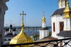 Koepels van orthodoxe kathedraal in Veliky Ustyug stock foto