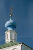 Koepels van ortodoxkerk over de blauwe hemel, Rusland, Ryazan het Kremlin royalty-vrije stock afbeelding