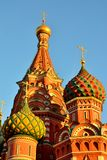 Koepels van St de Kathedraal van het Basilicum op rood vierkant, 16de eeuw Moskou, Rusland stock afbeeldingen