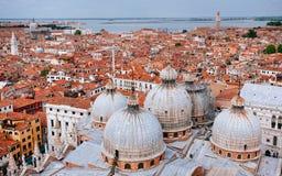 Koepels van St Mark's Basiliek, Venetië royalty-vrije stock fotografie