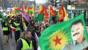Koerden protesteren tegen Turkse agressie stock videobeelden