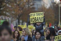 Koerdische demonstratie in solidariteit Kobane in Wenen Stock Foto's