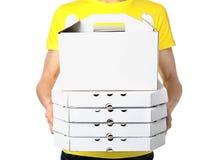 Koerier met dozen op witte achtergrond De dienst van de voedsellevering stock afbeelding
