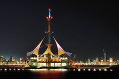 Koeweit: De Golven van de jachthaven Stock Afbeeldingen
