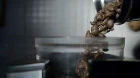 Kofee in korrel en machine stock footage