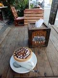 Koffein-beladener heißer Cappuccino stockfotografie