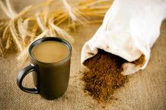 Koffeinfritt kaffe med mjölkar Arkivbild