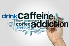 Koffeinsuchtwort-Wolkenkonzept auf grauem Hintergrund Stockfoto