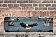 Koffer an der Bahnstation Lizenzfreie Stockbilder